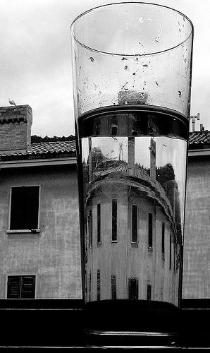 stikline vanduo tikrove